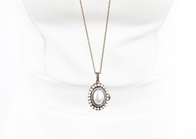 Vintage pearl locker isolated on white background on white manequin pendant (206)