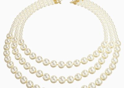 string of pearls cut out on white necklace (206)