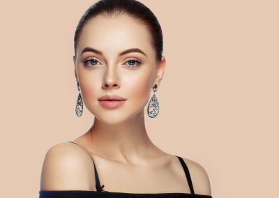 Beautiful Woman Portrait with Fashion Model jewelry. Earring (206)