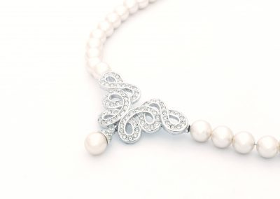 Close up pearl jewelry necklace (206)