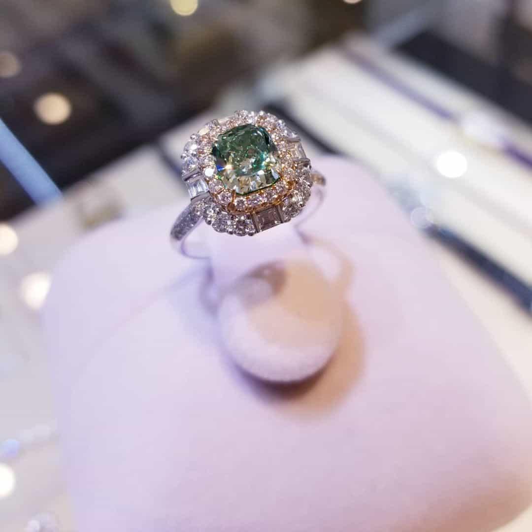 18K白金綠鑽石戒指