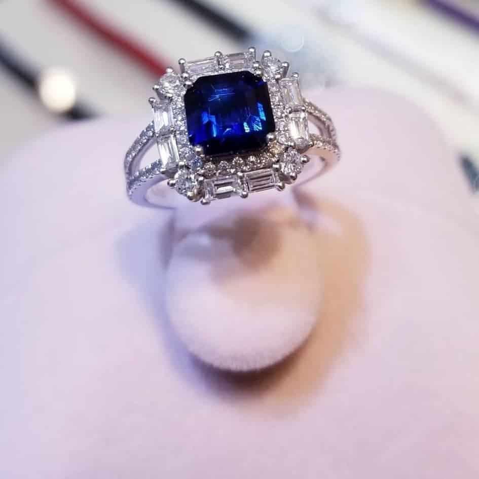 藍寶石鑽石18K白金戒指