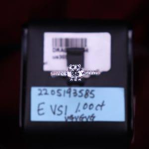 GIA證書產品 E色 , VS1淨度 , 1.00卡