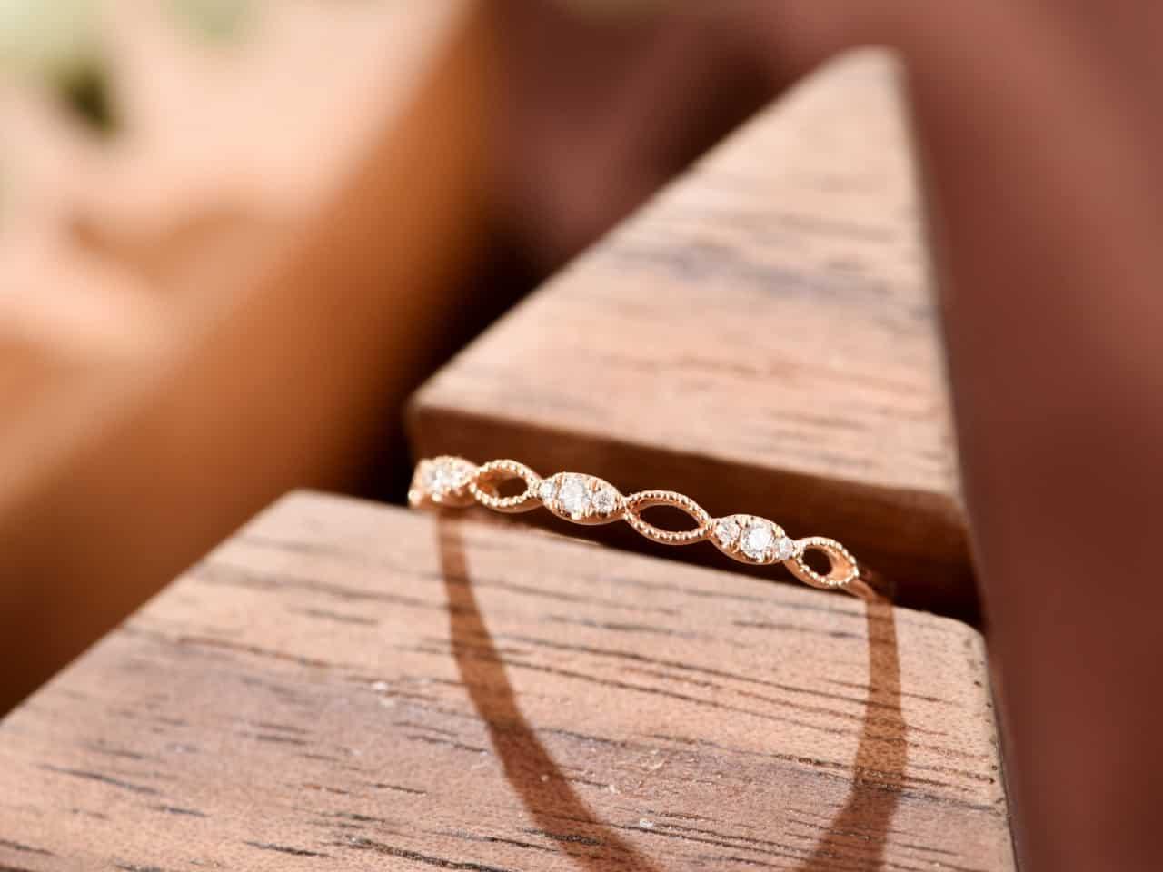 簡單一個小戒指 確充滿著無限生機♾️0.048ct